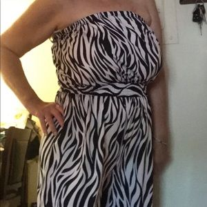 Zebra Striped sleeveless Romper/fits all sizes/💋
